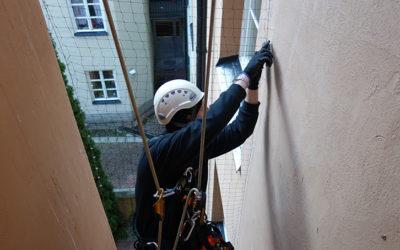 Balkonger säkrade mot fåglar i Stockholm